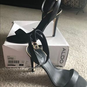 Aldo size 8.5 black straps heels